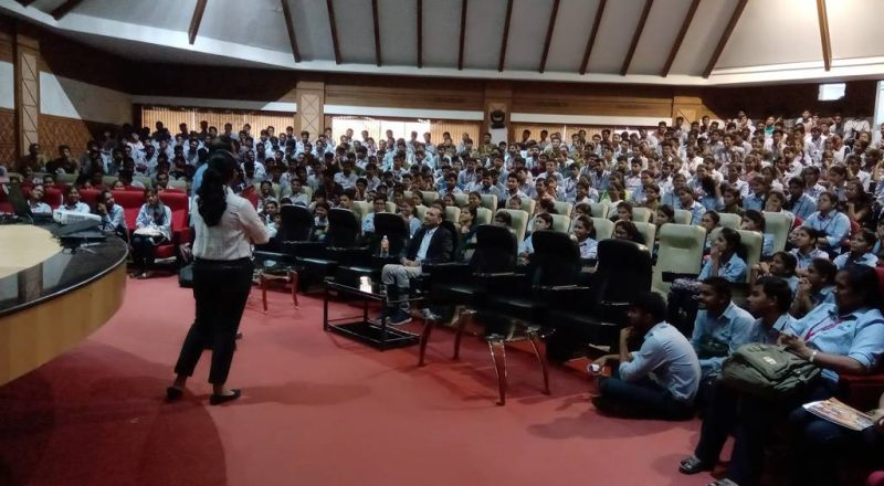 Cognizant Team Interacting with students