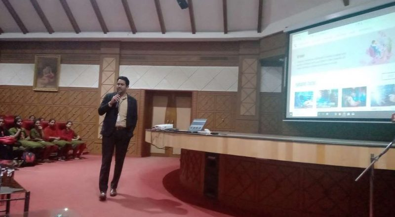 Infosys Team Interacting with students 1