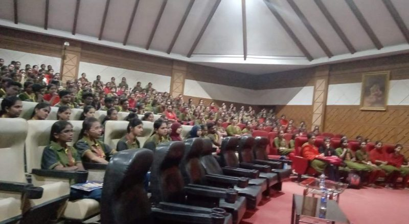 Infosys Team Interacting with students 4