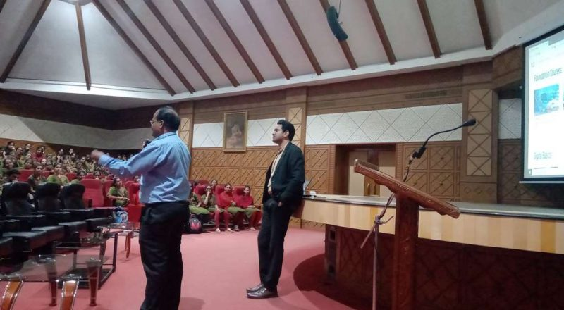 Infosys Team Interacting with students 5